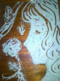 Девушка и роза из песка