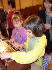 Дети очень любят играть