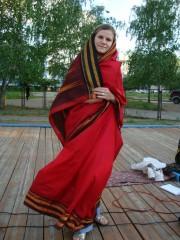 Так носят сари замужние женщины