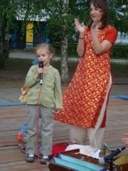Под конец и Даша спела несколько песен