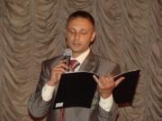 Ведущий читает красивые стихи